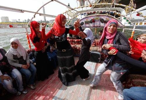 girls-on-Boats-1